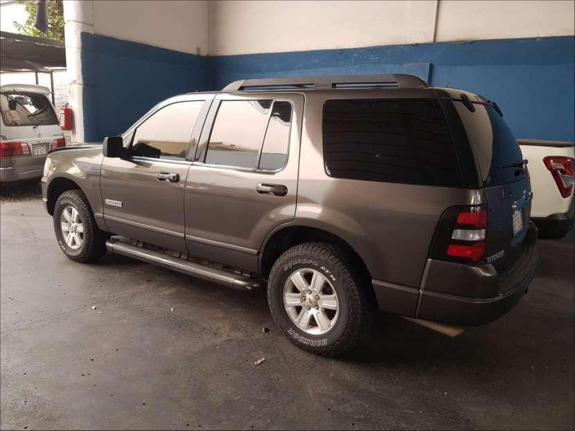 Ford Explorer 2006 automático - 1