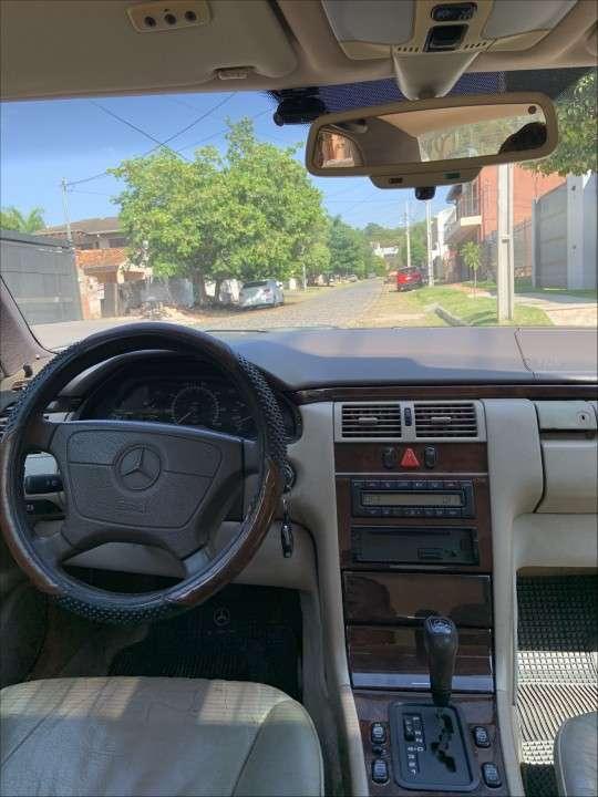 Mercedes Benz E300 diésel automático - 2