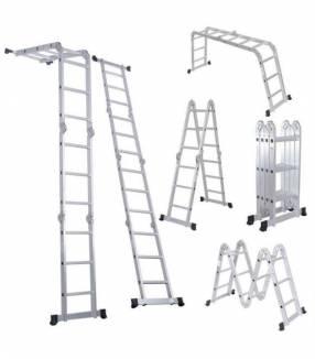 Escalera plegable para andamios de plataforma multipropósito
