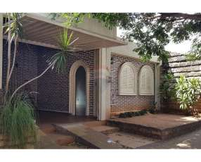 Casa para oficina en Ycuá Satí
