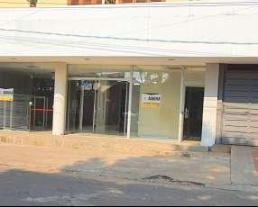 Salón comercial en el centro de Luque
