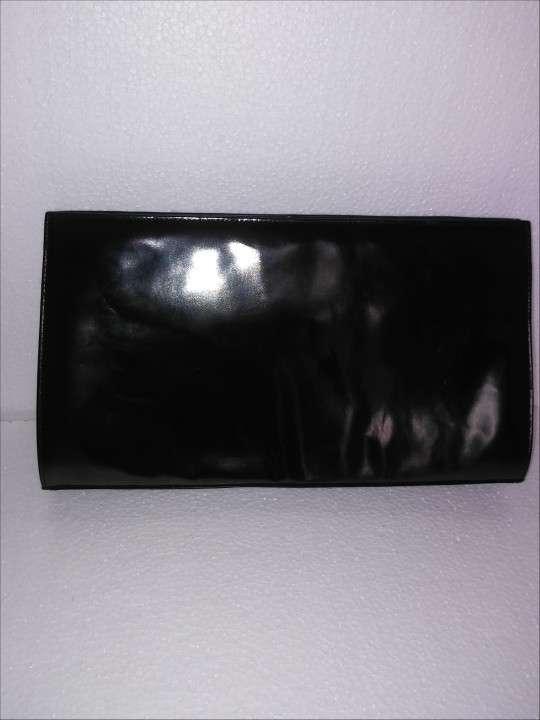 Sobre de cuero charolado negro - 1