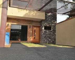 Duplex en la ciudad de luque zona maka´i luque