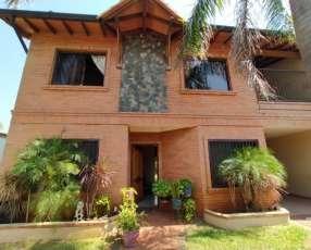 Casa en loma pyta, Asunción. Y5422.