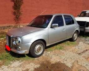 Nissan March 2001 versión vintage
