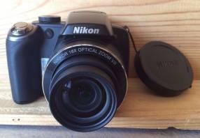 Cámara nikon p80, 10.1 mp, 18x zoom, 2.7″ lcd, filma (usada)