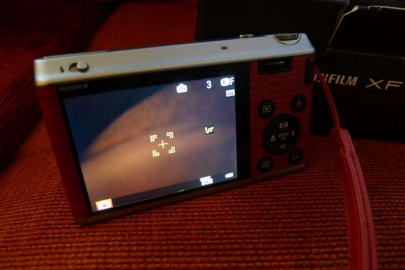 Fujifilm X Series XF-1 con estuche. seminueva. - 3