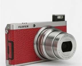 Fujifilm X Series XF-1 con estuche. seminueva.