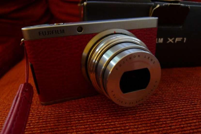 Fujifilm X Series XF-1 con estuche. seminueva. - 2