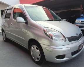 Toyota funcargo 2004