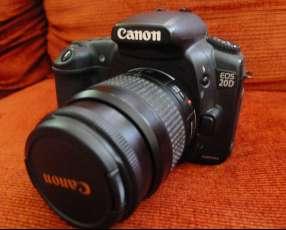 Cámara Canon eos 20D con lente 35-80mm usada