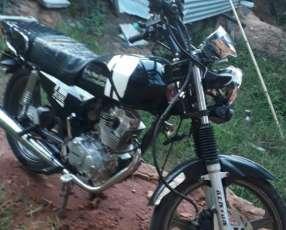 Moto GL150 con asesorío de la 200