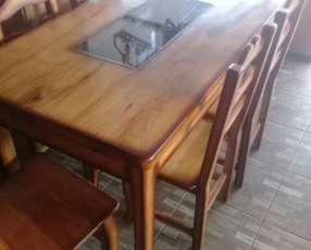 Mesa tallada en Yvyra pytã