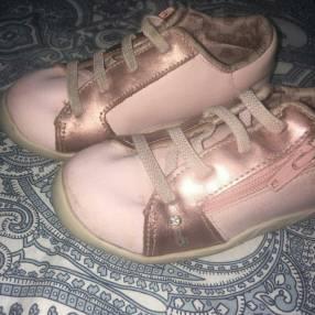 Tenis Ortopé para nena calce 23