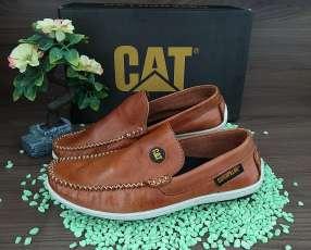 Varios modelos de zapatos Cat