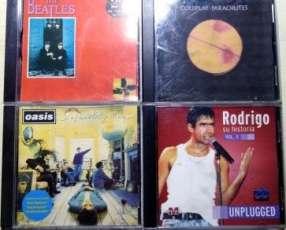 CDs de música moderna y clásica.