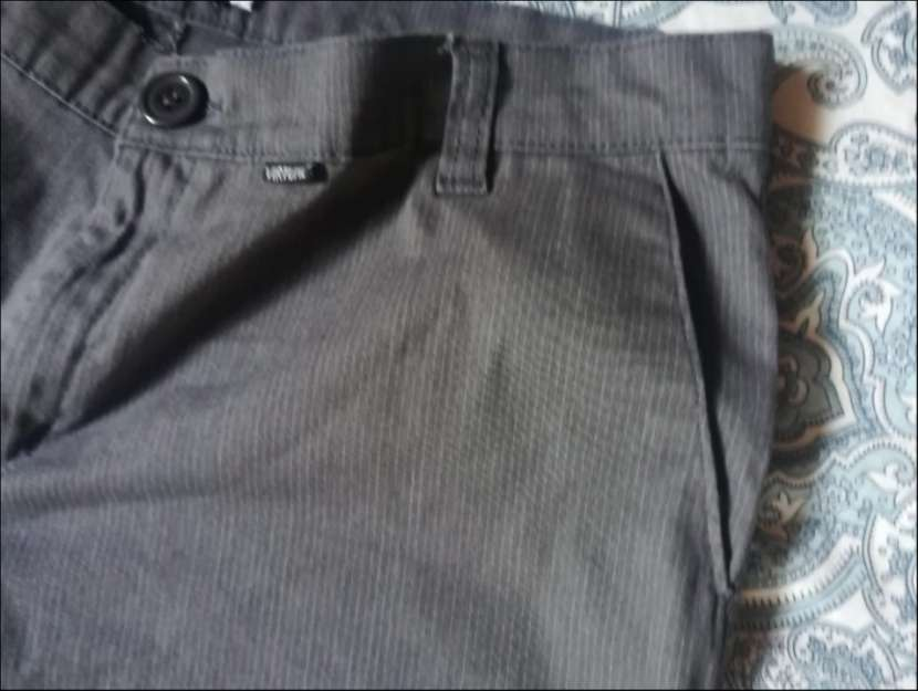 Pantalon gris virtual - 3