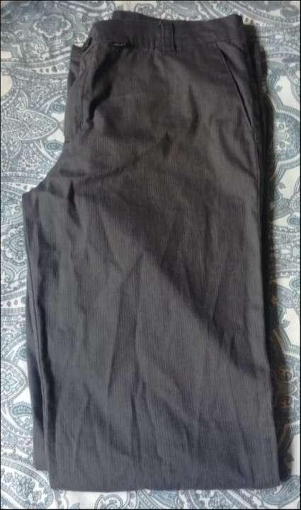 Pantalon gris virtual - 1