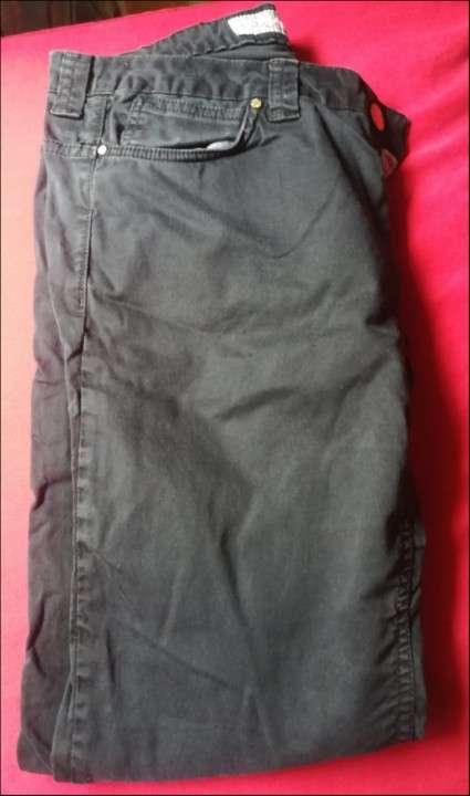 Pantalón gris - 0