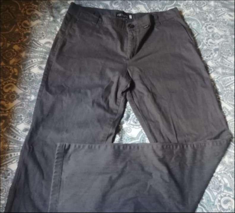 Pantalon gris virtual - 0