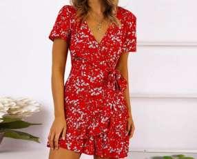 Vestido rojo floreado cruzado con volados
