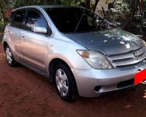 Toyota ist 2004/1300 cc. automático