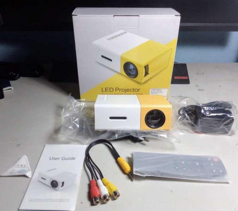 Mini proyector LED de 24 a 60 pulgadas con control - 3