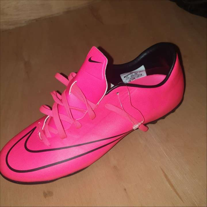 Botin Nike mercurial.. color rosa calce 40.5 - 1
