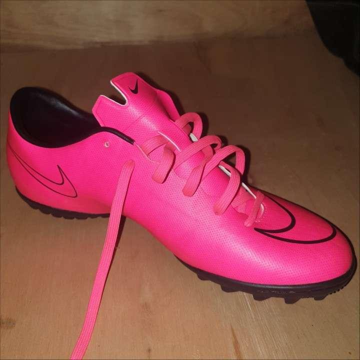 Botin Nike mercurial.. color rosa calce 40.5 - 0