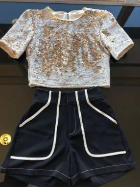 Blusa Morena Rosa escote redondo parte dorado talla M