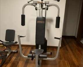 Multigimnasio y banco plano con pesas de 30 kilos