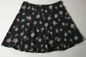 Pollera de polyester talle M negro con flores