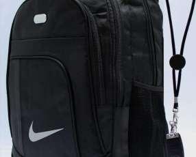 Mochilas Nike y Adidas
