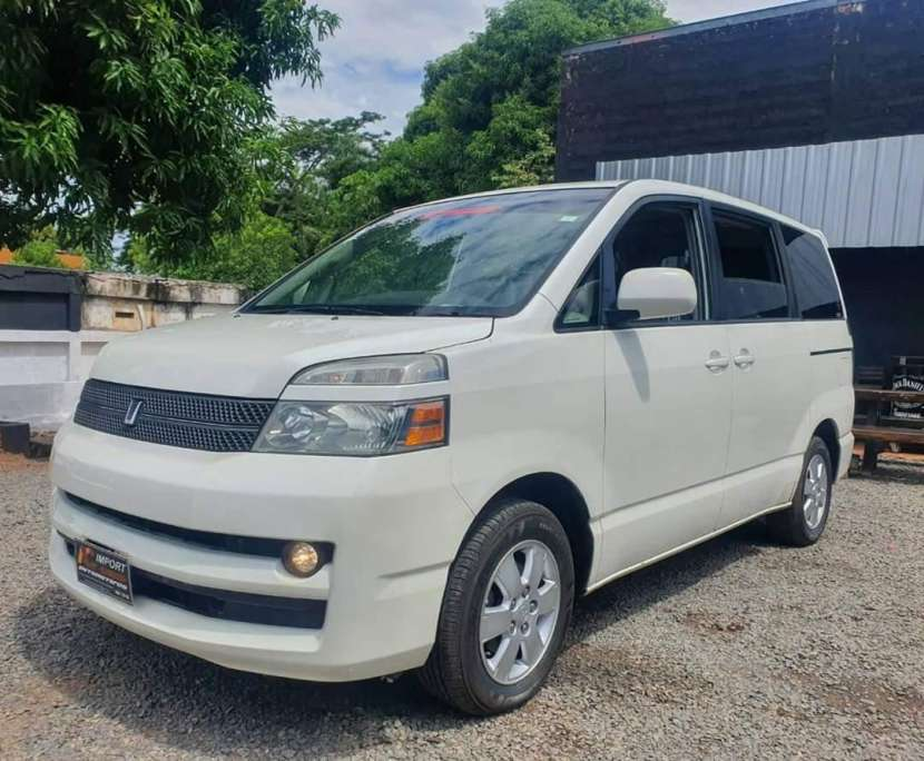Toyota noah voxy 2005 - 0