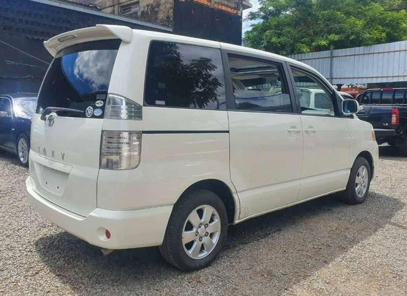 Toyota noah voxy 2005 - 4