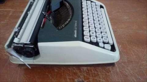 Máquina de escribir Olivetti Lettera 82