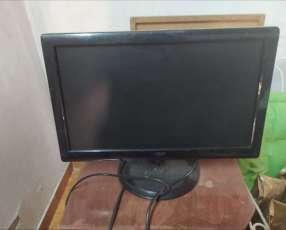 Cpu y monitor sin accesorios