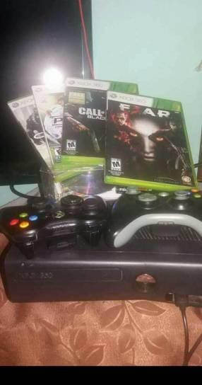 Xbox 360 con 7 juegos físicos