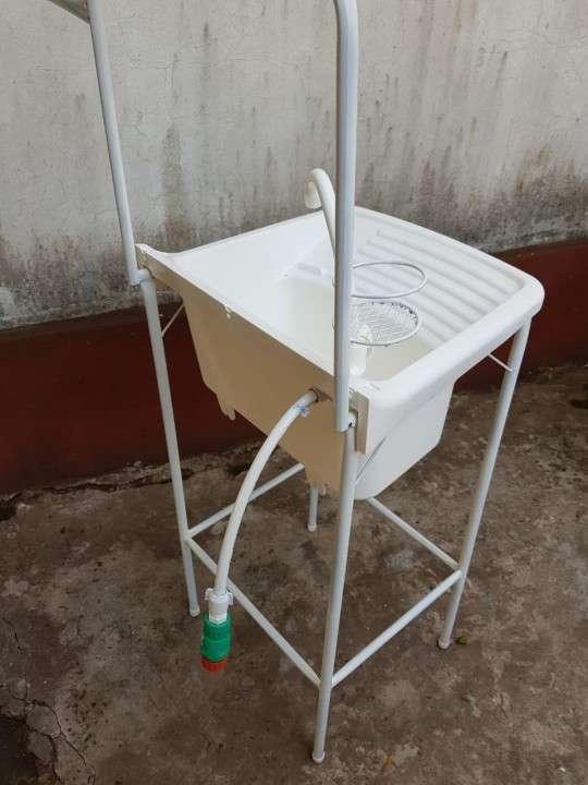 Lavamanos portátil práctico y económico - 1