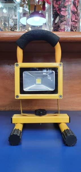 Reflector led 10 w con batería de litio recargable