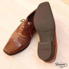 Zapato marrón con cordón punta fina