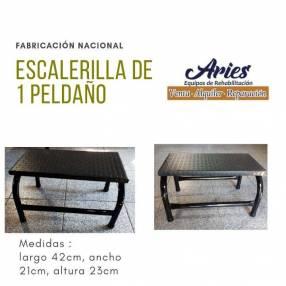 Escalerilla de 1 peldaño fabricación nacional en Paraguay