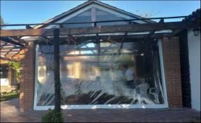 Servicio de elaboración y colocación de cortina transparente
