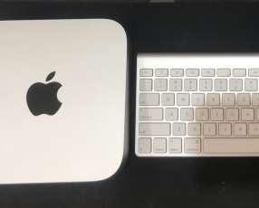 MiniMac con teclado y mouse touch