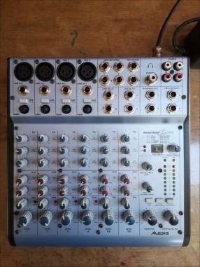 Consola mixer alesis multimix 8 usb