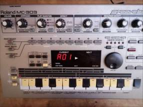 Roland MC 303 GROOVEBOX