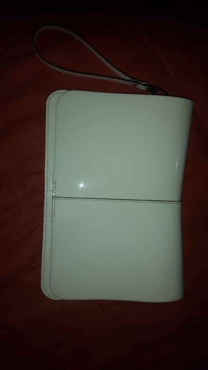 Cartera Prune color blanco, sin ningun uso - 3