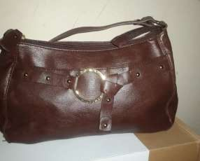 Cartera tommy hilfigher color marron, sin ningun uso