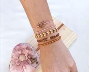 Set de pulseras marrón, rosa y dorado