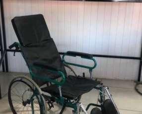 Silla de ruedas con relajacion total de espalda y piernas